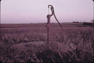 kansas hand pump 1974
